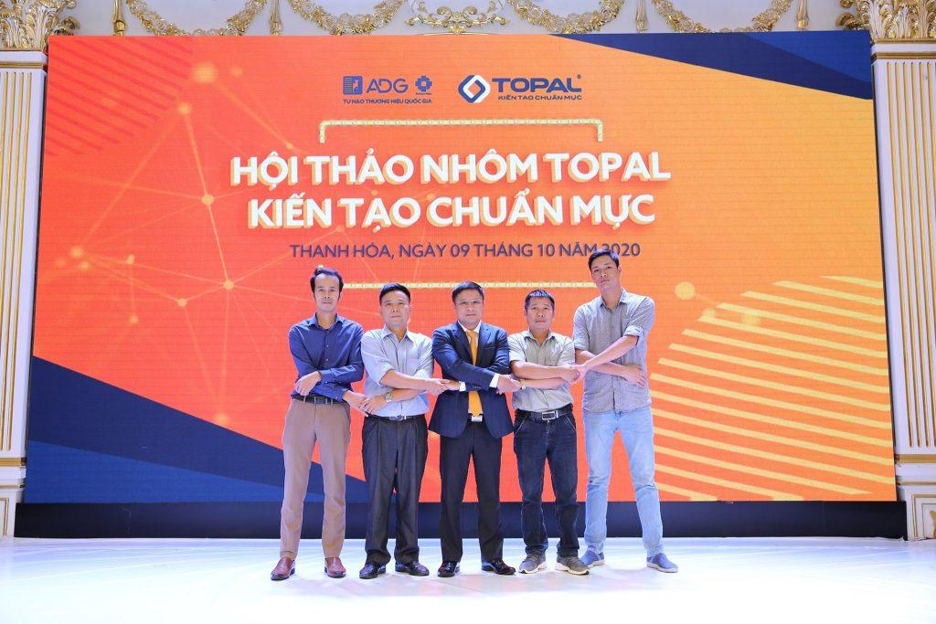Ngày 09/10/2020 Tập đoàn Austdoor tổ chức chương trình Hội thảo nhôm Topal - Kiến tạo chuẩn mực tại Thanh Hóa, nằm trong chuỗi sự kiện được tổ chức dành cho các đại lý, kiến trúc sư, chuyên gia tư vấn thiết kế trên toàn quốc. Đây là nơi giao lưu, chia sẻ và thảo luận về nhôm trong ngành xây dựng và kiến trúc. Thông qua hội thảo, Tập đoàn Austdoor cũng mang sản phẩm nhôm Topal - thương hiệu nhôm Việt đến gần hơn với khách hàng và đối tác góp phần mang lại diện mạo mới cho những công trình kiến trúc Việt Nam.